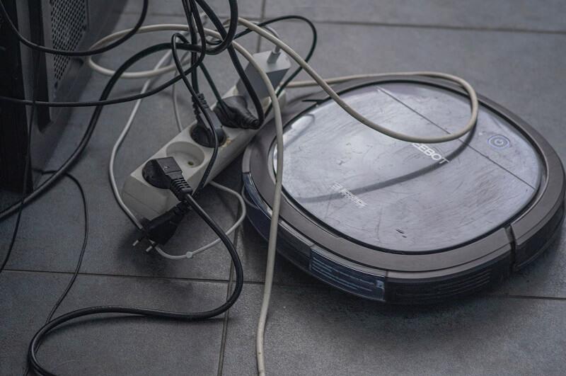 robot aspirateur laveur nettoyant des endroits difficile d'accès