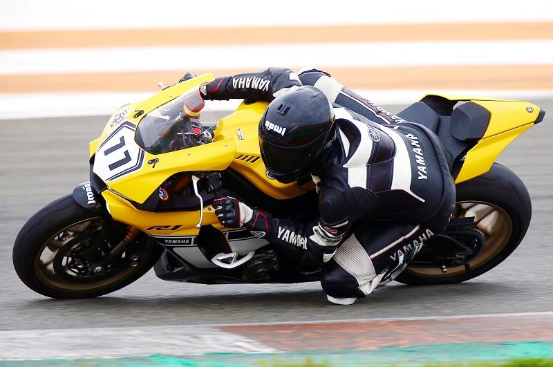 Moto qui roule avec de l'huile de moteur 10w40