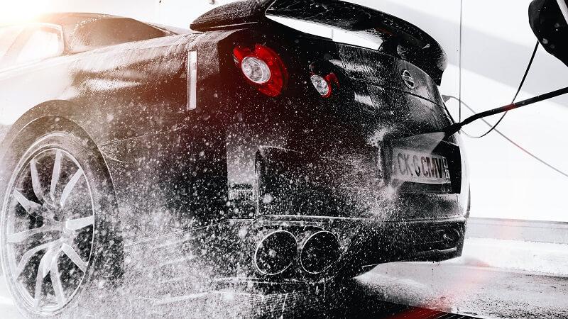 Guide d'achat : Tout ce que vous devez savoir avant d'acheter un shampoing voiture
