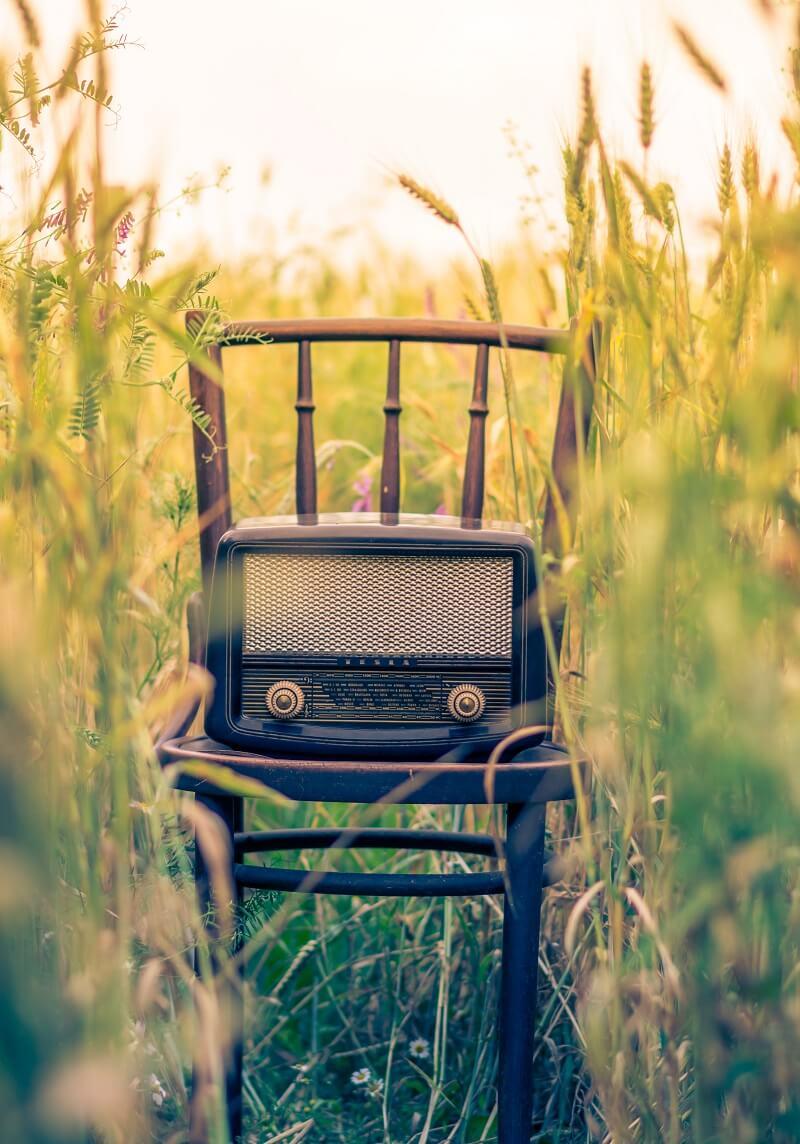 haut-parleur sur une chaise