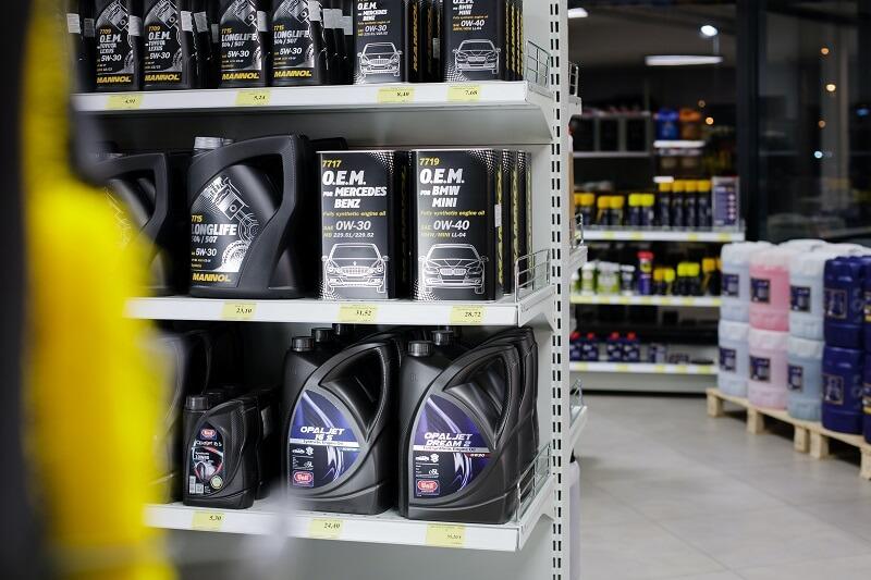 huile rangées dans un magasin