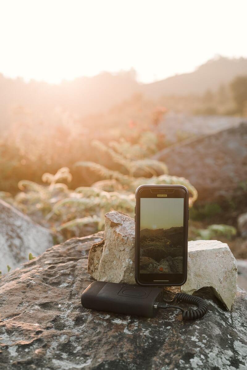 Guide d'achat : Tout ce que vous devez savoir sur le chargeur solaire portable pour téléphone