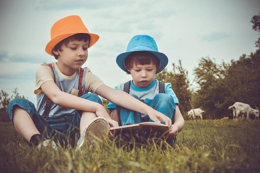 la lecture des frères et sœurs
