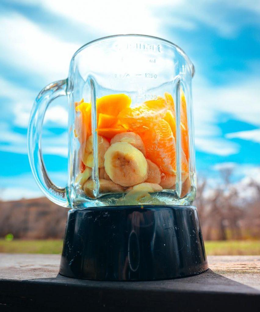 mixer avec des fruits