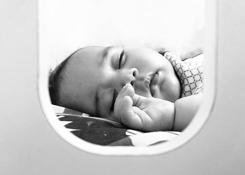 bébé dans un moniteur caméra